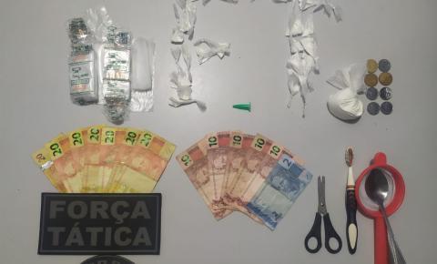 Traficantes que comercializavam drogas em casa são detidos pela PM